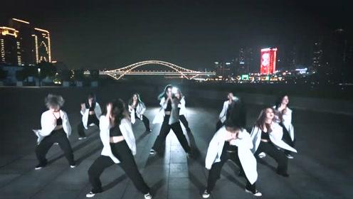 真正的实力舞团!女孩们跳美国爵士舞,每个步伐都铿锵有力