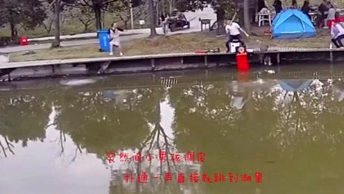 小男孩贪玩跳进湖里,家长都来不及反应,钓鱼男子见义勇为!