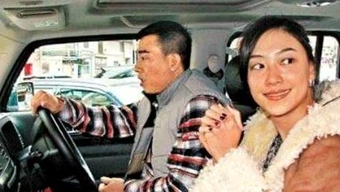 陈小春身价上亿,一辆旧车10年不换,看到车标,是我也不换