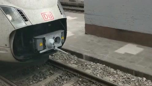德国高铁车厢自动撞击挂钩