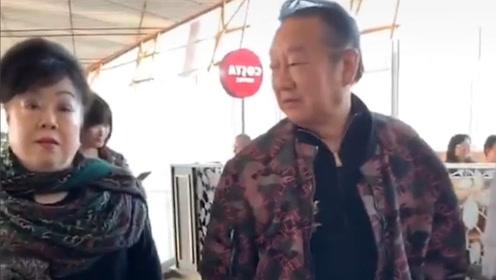 蒋大为和妻子罕见同框,72岁精神矍铄,状态满分