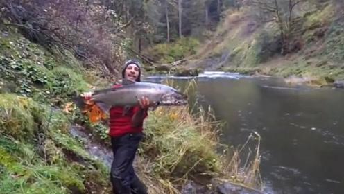 山间的野河,水不大,鱼可不小,连上两条大货!