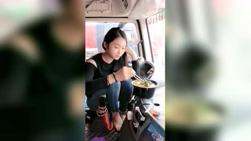 开大卡车的姑娘,简单中午饭