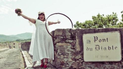 """澳洲女子竟嫁给法国14世纪古桥,不仅互""""戴""""婚戒,还称它很英俊!"""