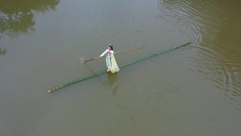 贵州遵义一女孩苦练10多年,终于练成了独竹水上漂