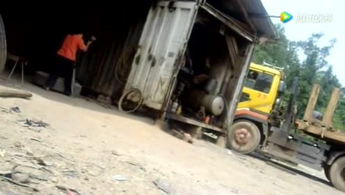 美女开了一间补胎店,每天拿着拧螺丝的大机器拆除轮胎,太可怜了