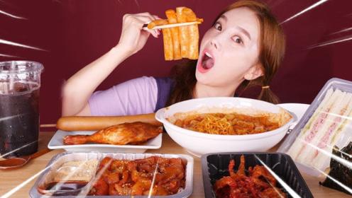 小姐姐吃韩国大礼包,香肠鸡腿糕点应有尽有,看着也太有食欲了吧!