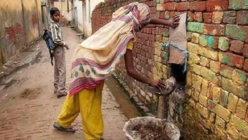 为什么印度女人上厕所,从来不用纸?看看当地习俗,你就明白了!