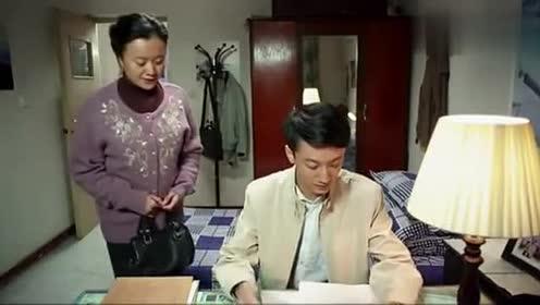这老太婆太无耻年轻时未尽抚养义务现在一回家就问儿子要钱!