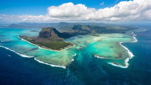 """""""长""""在海底的瀑布,能瞬间倾泻50亿吨海水,一年数万游客来参观"""