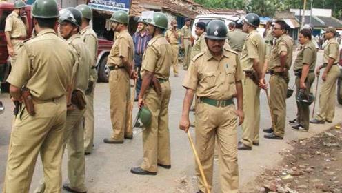 为什么印度警察都用棍子执法?看到它的威力终于知道了