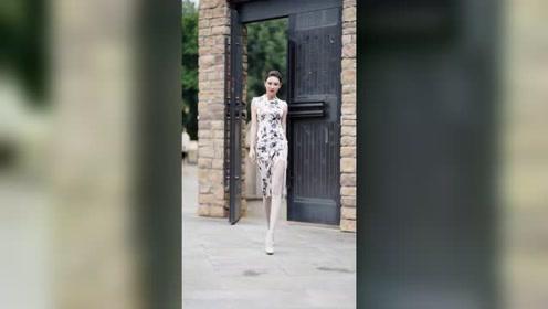 旗袍所能带来的魅力感,从来不是因为华丽的花式,而是在于谁能驾驭,对吗?
