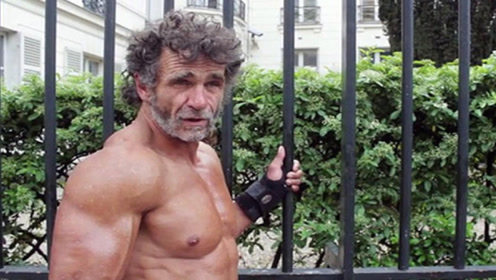 无家可归的55岁健美运动员!没钱租房,却没有忘记健身!