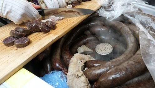 大妈卖特色美食,30一斤限量5锅,吃货看到直接包圆!