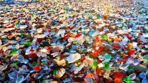 """国外一工厂的垃圾,倒入海边却成为了宝石,游客们悄悄""""偷""""走!"""