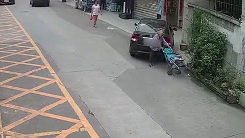 忘记拉手刹汽车慢慢滑行,从老奶奶身上压过去了!车子都扁了!