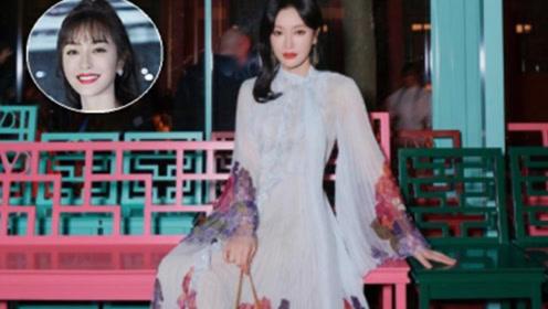 秦岚难怪人到中年还能爆红,穿印花纱裙变优雅女神,丝毫不输少女