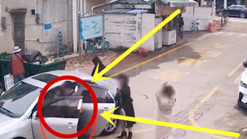 什么情况?一家人刚下车,父亲竟踩死油门追着女儿猛撞!