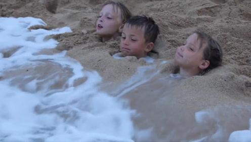 为何美女在沙滩玩的时候,不能把身体埋在沙子里?网友:因为会尴尬