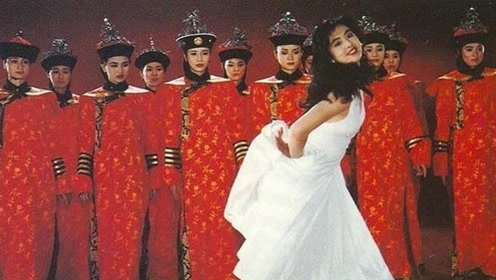 王祖贤30年前故宫旧照流出,有谁注意背后的群演?如今成当红女星