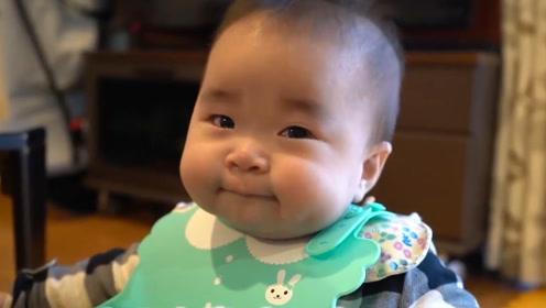 8个月宝宝母乳不够吃,首次吃辅食,看把娃着急的,眼泪都出来了
