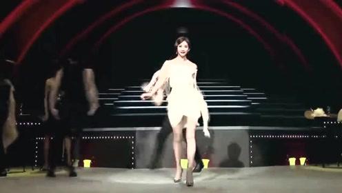 林志玲婚礼现场照流出,黑色简约舞台,简单却很温馨