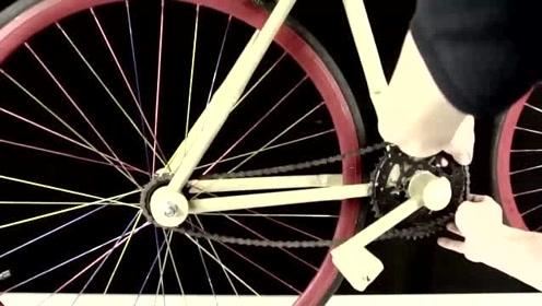 捡到两个车轱辘,小伙用竹子造了辆自行车,坐了屁股不痛吗?