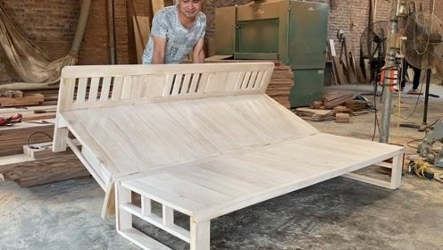 打开就是床,折叠后又变成长椅,这个木工做的不错