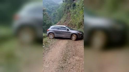 左侧是悬崖,右侧是峭壁,开车掉头硬是用了半个小时!