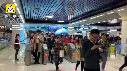 暖心!地铁广播提醒乘客吃早餐:临近CBD,每天都有人晕倒