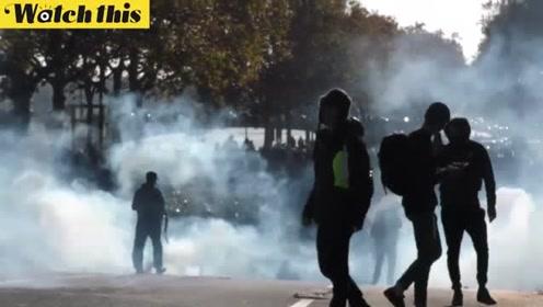 """法国""""黄背心""""抗议一周年 示威者焚烧汽车与警方发生冲突"""