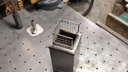牛人教你焊接一个简易火炉,既能烤肉又能煮水,太实用了