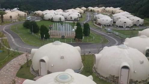 日本为了抵抗地震发明泡沫房,总重80公分,水火不侵,可抗地震