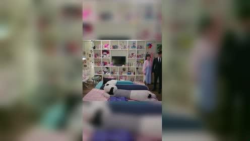 亲爱的热爱的:老韩居然第一次进女生房间!?看来是老处男了