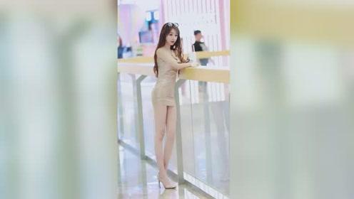 商场里遇到准备上班的小姐姐,这身材和长相,真羡慕那些有缘分的人!