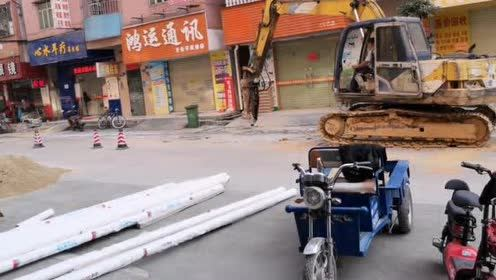 东莞店面门口又修路,刚修好一年多又开始挖了,太吵好多店不营业