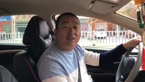 交警叔叔!你这样拦车我很害怕