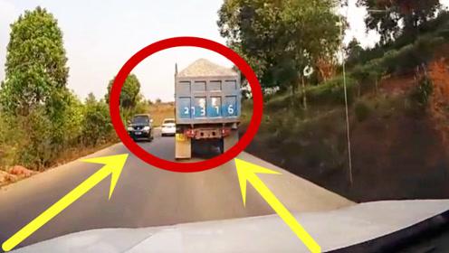 奇葩无处不在!货车慢吞吞的弯道超车,这是闹着玩吗?