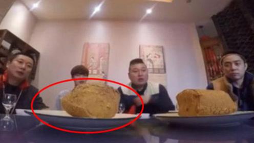 韩国人在中国体验叫花鸡,上菜后竟直接看懵,直言:这是土啊!
