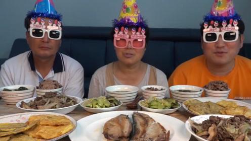 韩国农村一家人吃播:全家人搞怪出镜,原因是这样!网友:好羡慕!