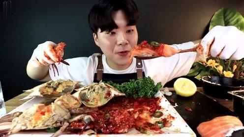 吃大豆蟹,调味蟹,鲑鱼寿司,石锅拌饭,看着还挺有食欲