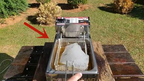 巨大的冰块放进热油里,会发生什么?结果完全不科学!