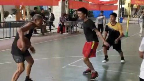 你大爷还是你大爷!75岁老人每天和高中生打篮球,球龄已60年