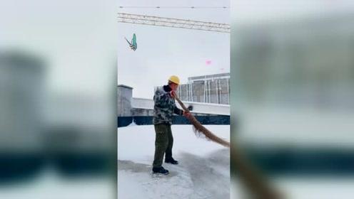 扫雪,成了每天必备功课!