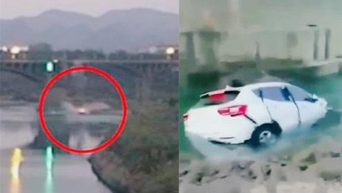 轿车与三轮车相撞坠下40米高桥 监控还原事发瞬间