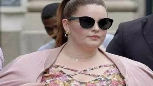 全世界最胖的女模特,脱下外套瞬间,全场男人为之沸腾!