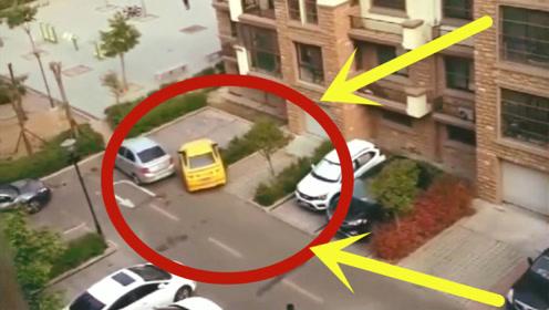 """车被""""围堵"""",但是什么都挡不住女司机的步伐,2秒后真是个狠人!"""