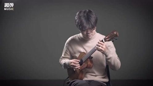 小哥哥弹奏一首非常经典的英文歌《此情永不移》,旋律真的太熟悉了!