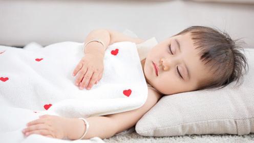宝妈不要再搞错了,究竟要不要给新生儿枕枕头,医生有话说