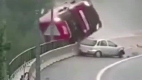高速超车发生意外,受伤的不止是小轿车,还有可能是大车!